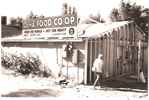 Photo of storefront by Jeffrey Finer, via Cirrelda Snider-Bryan archive