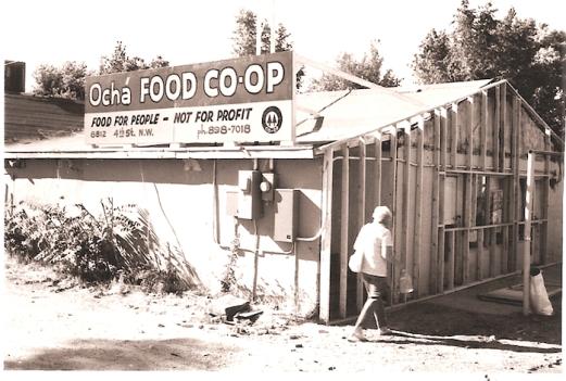 Photo of storefront by Jeffrey Finer, via Cirrelda Snider-Bryan archive